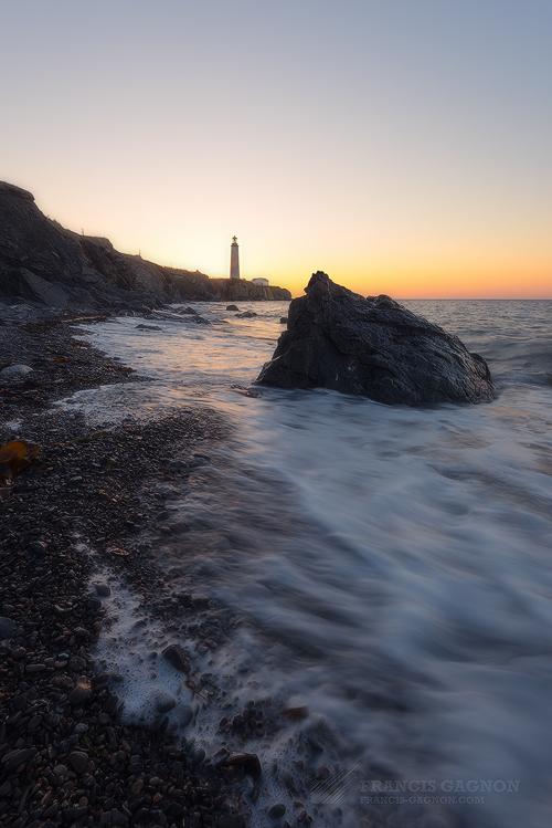 Le phare de Cap-des-Rosiers au lever du soleil.