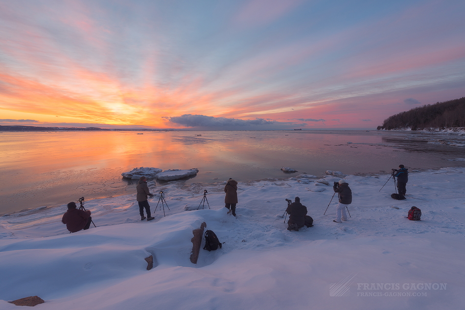 Le groupe durant le lever du soleil © Francis Gagnon